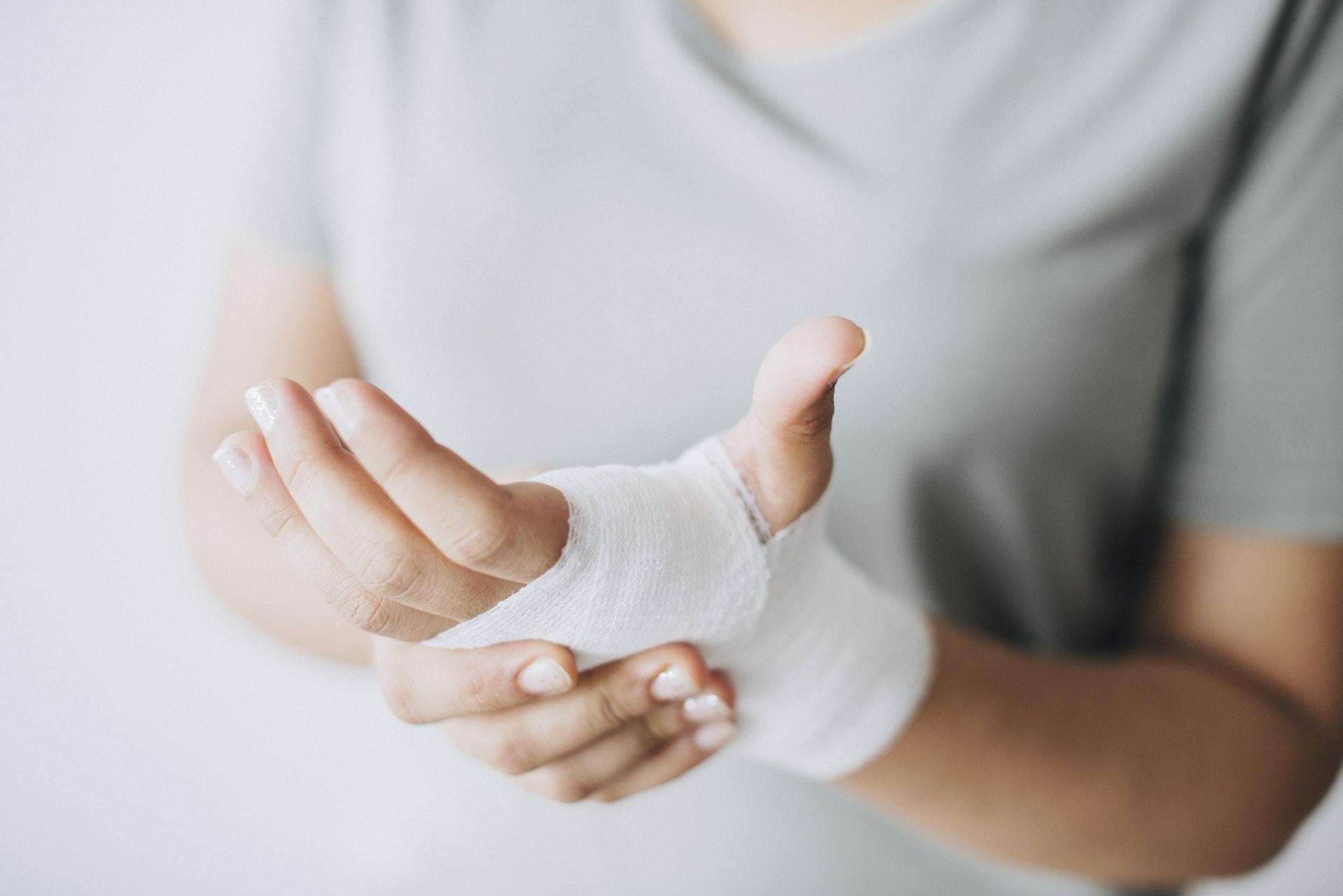 injured-hand-in-bandage