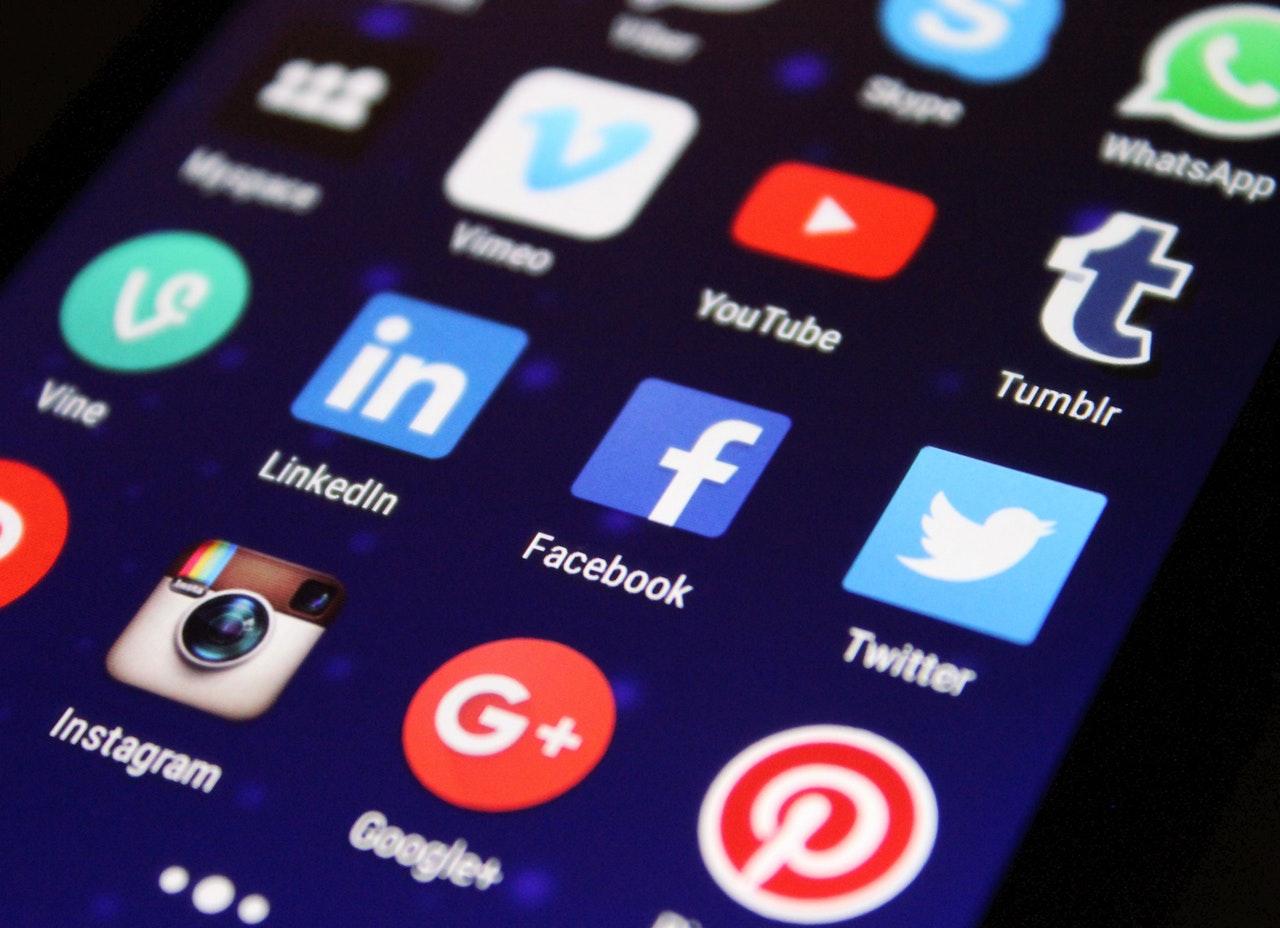 social-media-apps-on-screen