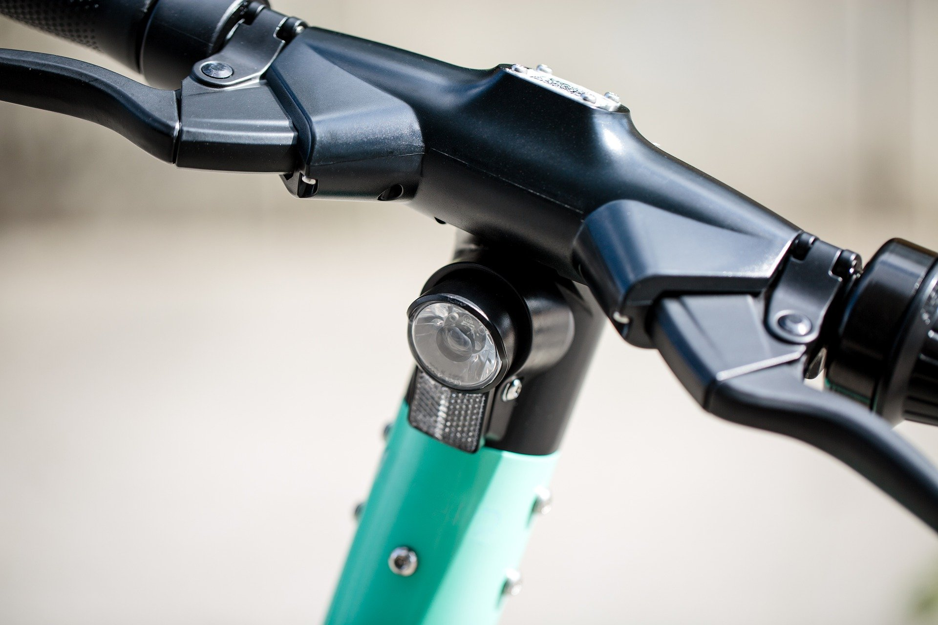 electric-scooter-handlebars